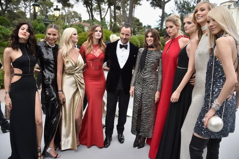 CAP D'ANTIBES, FRANCE - MAY 21:  Models Isabeli Fontana, Natasha Poly, Lara Stone, Barbara Palvin, Designer Tom Ford, Designer Carine Roitfeld, Models Doutzen Kroes, Lily Donaldson, Karlie Kloss and Soo-Joo Park attend amfAR's 22nd Cinema Against AIDS Gala, Presented By Bold Films And Harry Winston at Hotel du Cap-Eden-Roc on May 21, 2015 in Cap d'Antibes, France.  (Photo by George Pimentel/amfAR15/WireImage)