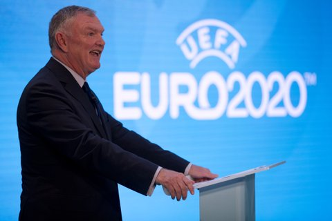 FA Chairman Greg Clarke speaks at an event to launch the logo for the 2020 UEFA European Championship football tournament in London on September 21, 2016.  The 2020 UEFA European Championship will see matches hosted in 13 cities across Europe, with the semi-finals and final staged at Wembley Stadium in London in July 2020. / AFP / JUSTIN TALLIS        (Photo credit should read JUSTIN TALLIS/AFP/Getty Images)