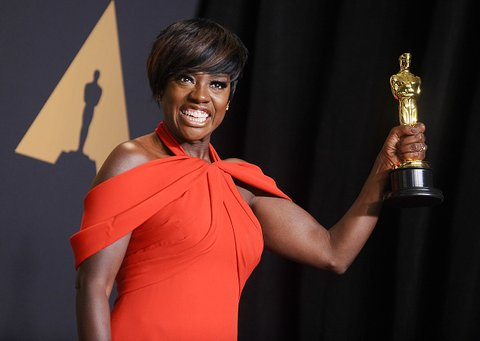 HOLLYWOOD, CA - FEBRUARY 26:  Actress Viola Davis poses in the press room at the 89th annual Academy Awards at Hollywood & Highland Center on February 26, 2017 in Hollywood, California.  (Photo by Jason LaVeris/FilmMagic)