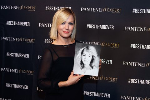 PHOENIX, AZ - DECEMBER 13:  No stranger to 90s hair, Actress Jennie Garth shows off her high school yearbook photo and celebrates her best hair ever at the Pantene Expert reunion event on December 13, 2014 in Phoenix, Arizona.  (Photo by Mike Moore/Getty Images for Pantene Expert)