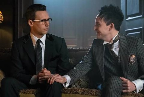 """GOTHAM: L-R: Cory Michael Smith and Robin Lord Taylor in the """"Mad City: Red Queen"""" episode of GOTHAM airing """"Mad City: Blood Rush"""" episode of GOTHAM airing Monday, Nov. 7 (8:00-9:01 PM ET/PT) on FOX. Cr: Jeff Neumann/FOX."""