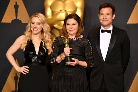 HOLLYWOOD, CA - FEBRUARY 26:  Costume designer Colleen Atwood (C), winner of the award for Costume Design for 'Fantastic Beasts and Where to Find Them,' poses with presenters Kate McKinnon (L) and Jason Bateman poses in the press room during the 89th Annual Academy Awards at Hollywood & Highland Center on February 26, 2017 in Hollywood, California.  (Photo by Jeff Kravitz/FilmMagic)