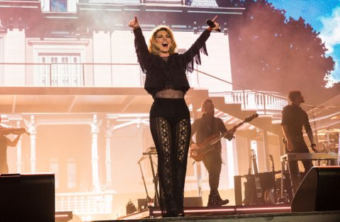 Shania Twain performs at the 2017 Stagecoach Country Music Festival at the Empire Polo Club on April 29, 2017 in Indio, California. / AFP PHOTO / Robyn Beck        (Photo credit should read ROBYN BECK/AFP/Getty Images)