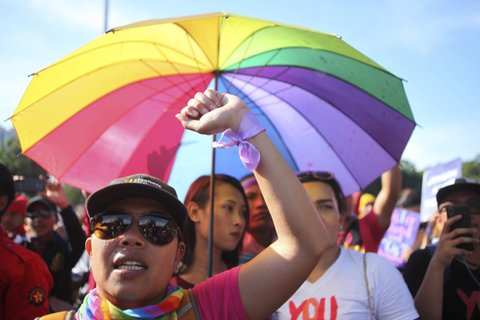 JAKARTA, INDONESIA - MARCH 08: Lesbian, gay, bisexual, and transgender (LGBT) activists hold a rally to mark International Women's Day, on March 08, 2017 in Jakarta, Indonesia.  PHOTOGRAPH BY Solo Imaji / Barcroft Images London-T:+44 207 033 1031 E:hello@barcroftmedia.com - New York-T:+1 212 796 2458 E:hello@barcroftusa.com - New Delhi-T:+91 11 4053 2429 E:hello@barcroftindia.com www.barcroftimages.com (Photo credit should read Solo Imaji / Barcroft Images / Barcroft Media via Getty Images)